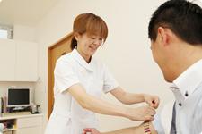 検査結果を説明しながら診察、診断をおこないます